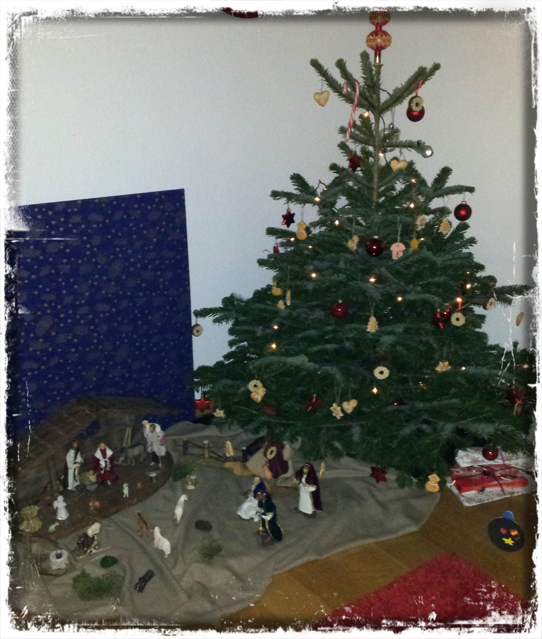 weihnachtsbaum schm cken mit lina und janne nan s welt. Black Bedroom Furniture Sets. Home Design Ideas