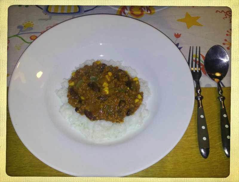 Chili sin carne angerichtet