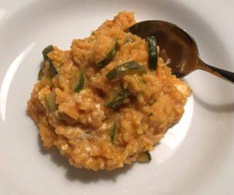 Vegetarische Reis-Zucchini-Feta-Pfanne