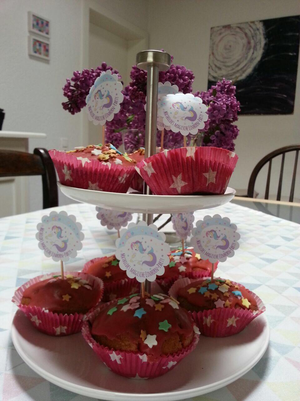 Etagere mit Einhorn-Muffins
