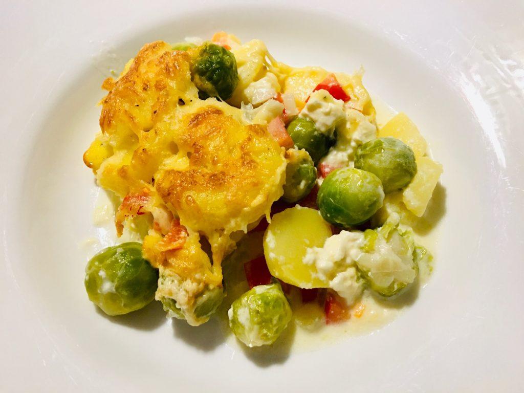 Vegetarischer Kartoffel-Rosenkohl-Paprika-Auflauf